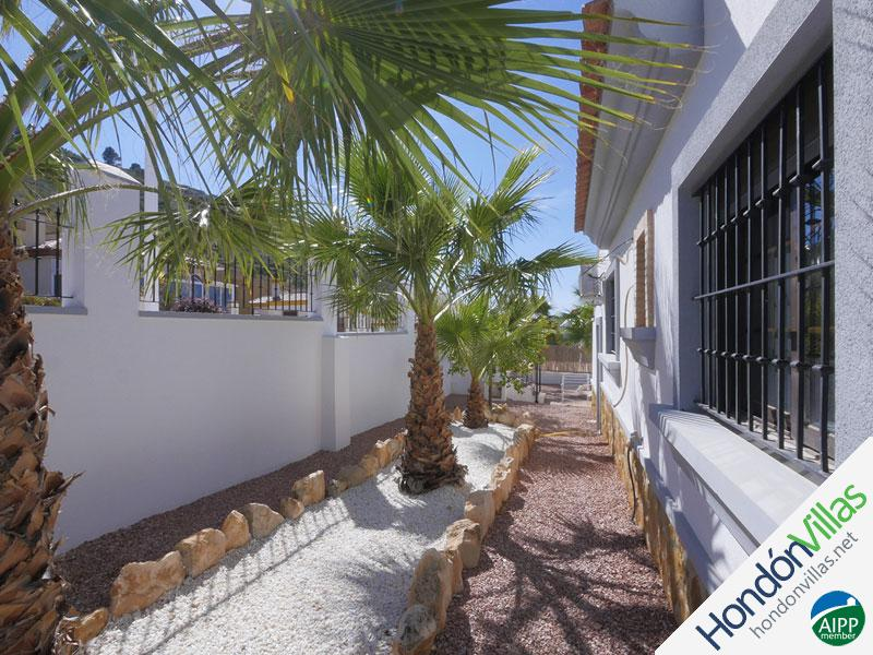 ID# 102P ©2021 Property and Villas for Sale in Hondon